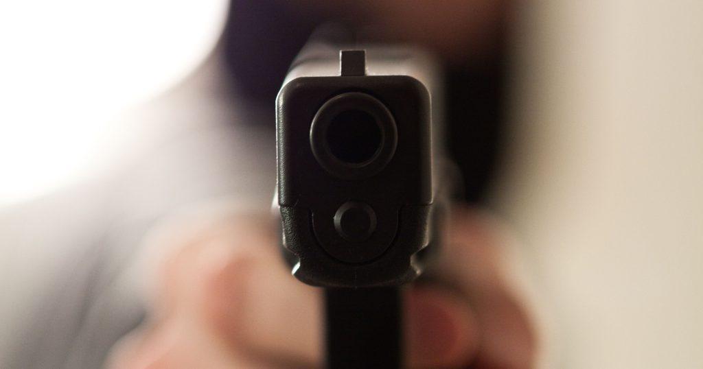 635983461780848672-gunpointing